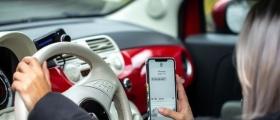 Nesten halvparten i nord synes det er greit å sjekke mobilen i bil