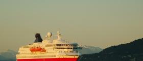 «Nordkapp» snudde i Honningsvåg