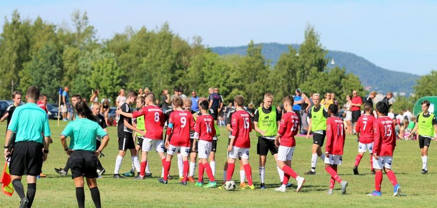 Se bildene fra Turns første kamp i Norway Cup