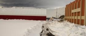 Mye snø på Honningsvåg stadion