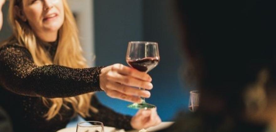 Ber foreldre drikke mindre i påsken