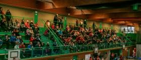 Turngruppa gir tilbakemelding til kommunen om dårlig anlegg i idrettshallen