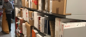 Pakke-kø i Post i Butikk i Honningsvåg