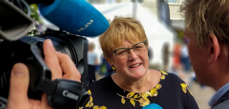 Kulturministeren kan ikke love mediestøtte til lokalradioer