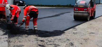 Asfalteringsarbeidet starter på mandag, vær oppmerksom på asfaltkanter