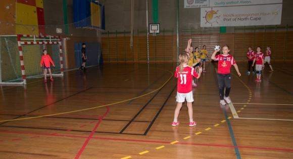 Vardø-spillere skal overnatte i Honningsvåg