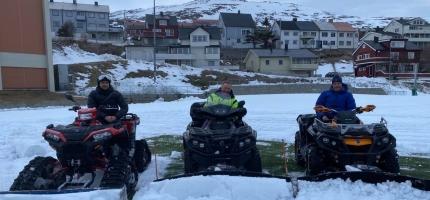 Ryddet banen for snø til russekamp