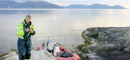 Lytter etter fisk i Olderfjord