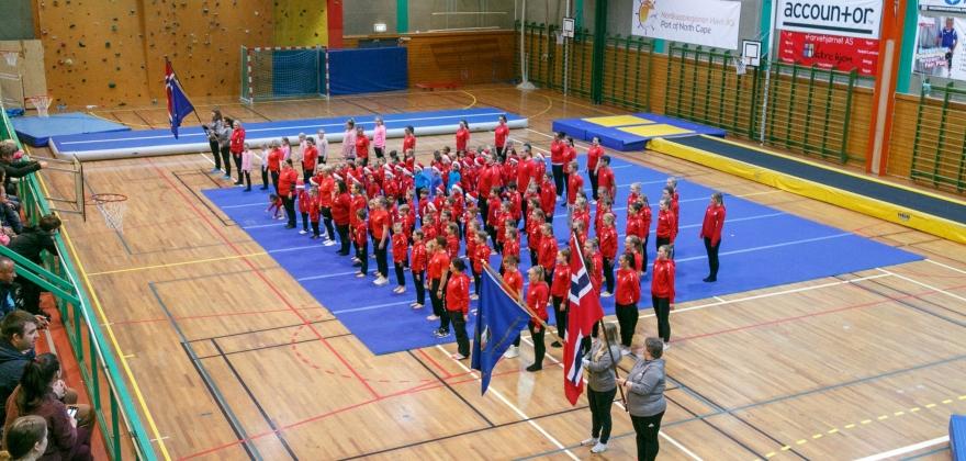 Turngruppa skapte julestemning i Honningsvåg – se bildene