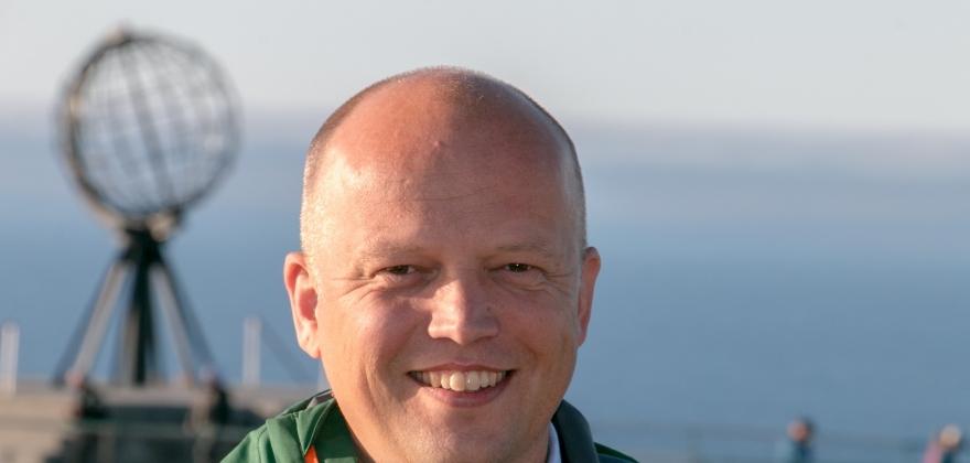 Skal innvilge søknaden fra Troms og Finnmark om oppløsing