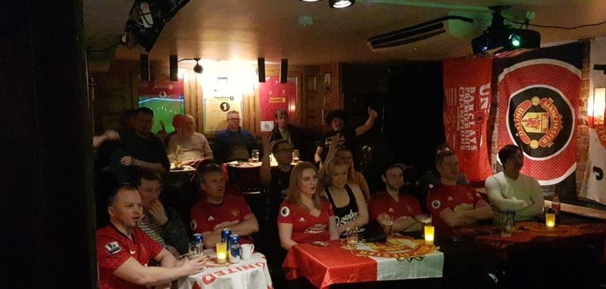 Mange United-supportere samlet i Honningsvåg