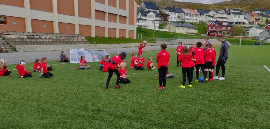 Fri fra skolen, fotballgruppa tilbyr fotballskole