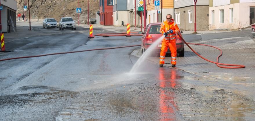 Skal spyle hovedgata i Honningsvåg på tirsdag