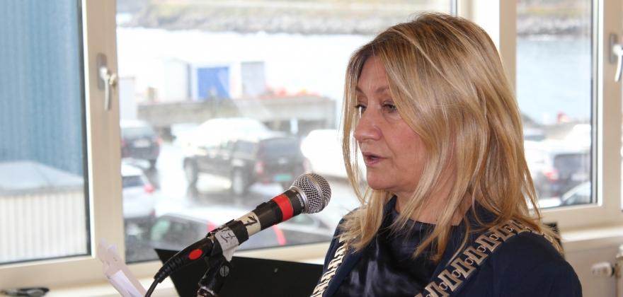 Anne-Karin Olli ordnet opp