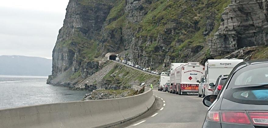 Lang kø da Skarvbergtunnelen var stengt