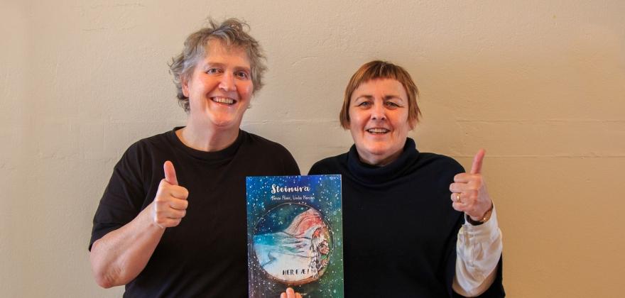 Lanserer boken Steinura