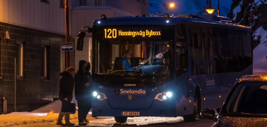 Ap og SV snur i saken om busstakstene