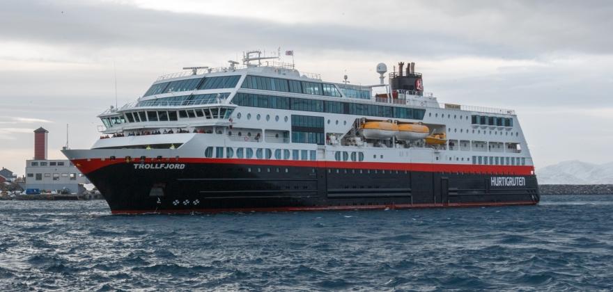 Trollfjord seiler rundt Magerøya