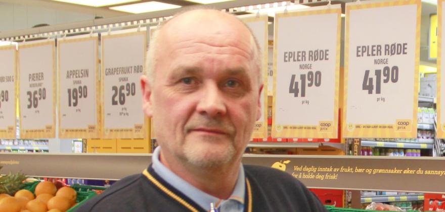 Per Gunnar Uttakleiv delte ut smågodt