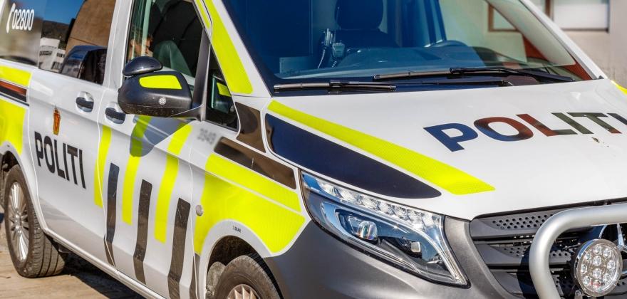 Bil av vegen i Gjesvær, politiet rykket ut