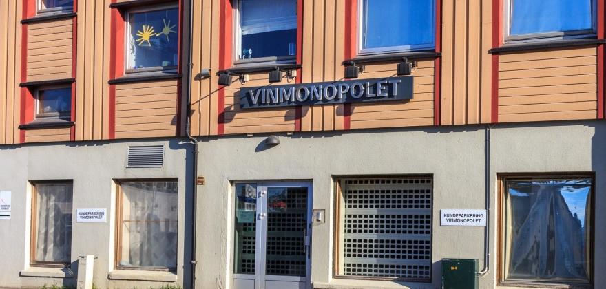 Vinmonopolbutikkene i Nordkapp-regionen holder åpent påskeaften