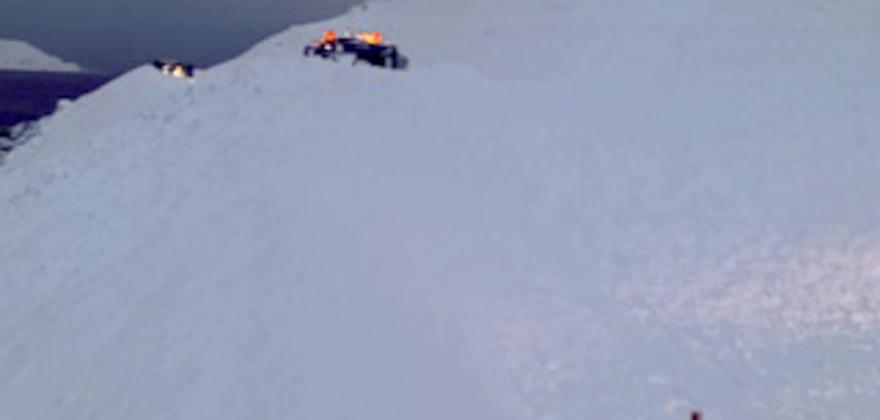 Brøytebil tatt av ras i Skipsfjorden