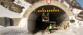 Skarvbergtunnelen stengt til klokken 16