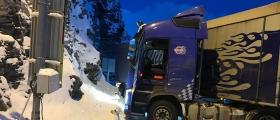 Skarvbergtunnelen stengt igjen - Nye uhell