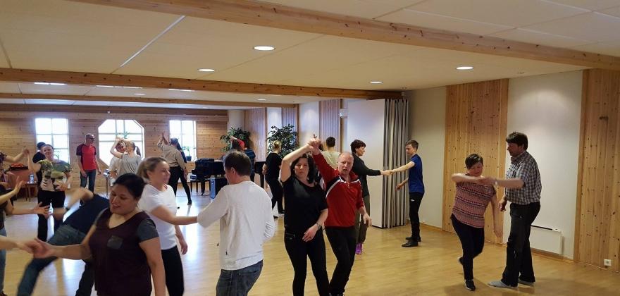 Cirka 70 personer har lært å danse swing i Honningsvåg