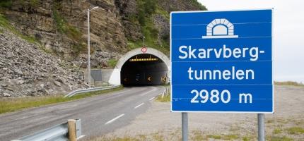 Skarvbergtunnelen stengt for trafikk