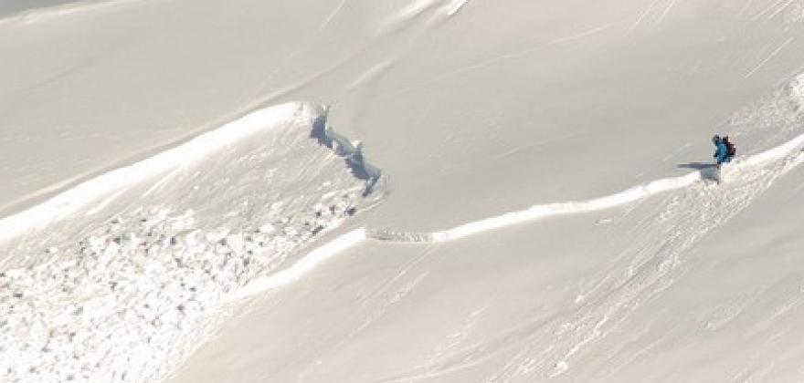Minner om betydelig snøskredfare i Finnmark