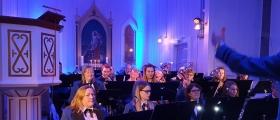 HMF: Vårkonsert i kirka – se video