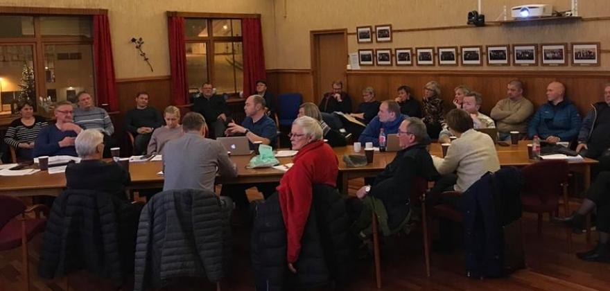 Medlemsmøtet i Arbeiderpartiet berget Gjesvær skole