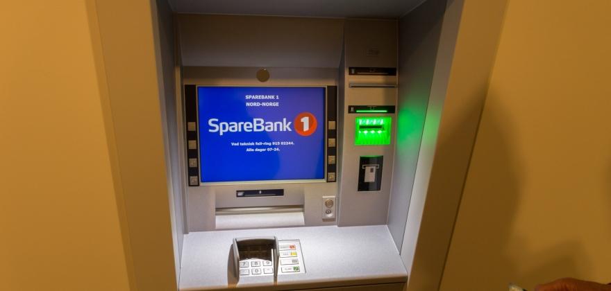 Tirsdag kveld ble den nye minibanken satt i drift