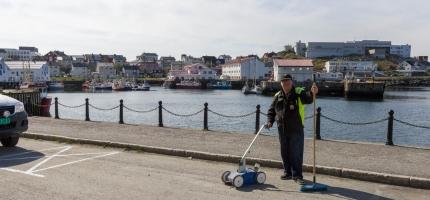 Oppmerking av parkeringslommene i Honningsvåg