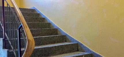 Én av ti i pensjonsalder må gå i trapper til boligen
