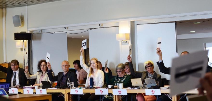 Finnmark fylkesting vil beholde fylkesvåpnene