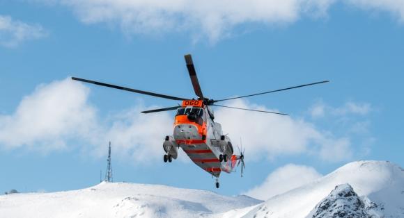 Smittekuvøse i helikopter