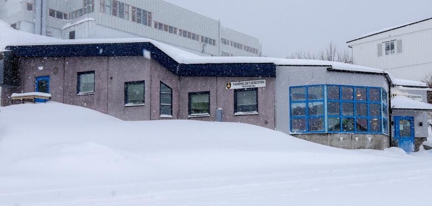 Jobber kontinuerlig med å få én tannlege til i Honningsvåg