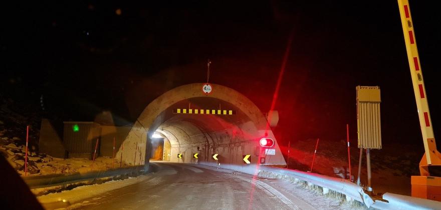 Skarvbergtunnelen stengt, høydemarkør påkjørt