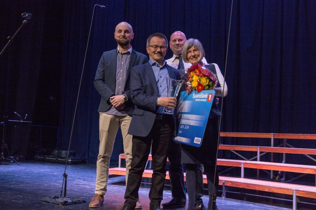 !fra venstre Magnus Sørdahl Sparebanken, Oddbjørn Samuelsen Repvåg Kraftlag, Hugo Salamonsen avdelingsstyret og Kjersti Skavhaug prisvinner.