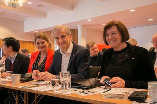 !(fv) Cecilie Myrseth (Troms Ap), Jonas Gahr Støre (leder i Ap)  og Kristina Hansen (leder i Finnmark Ap). Nominasjonmøtet i mars 2019
