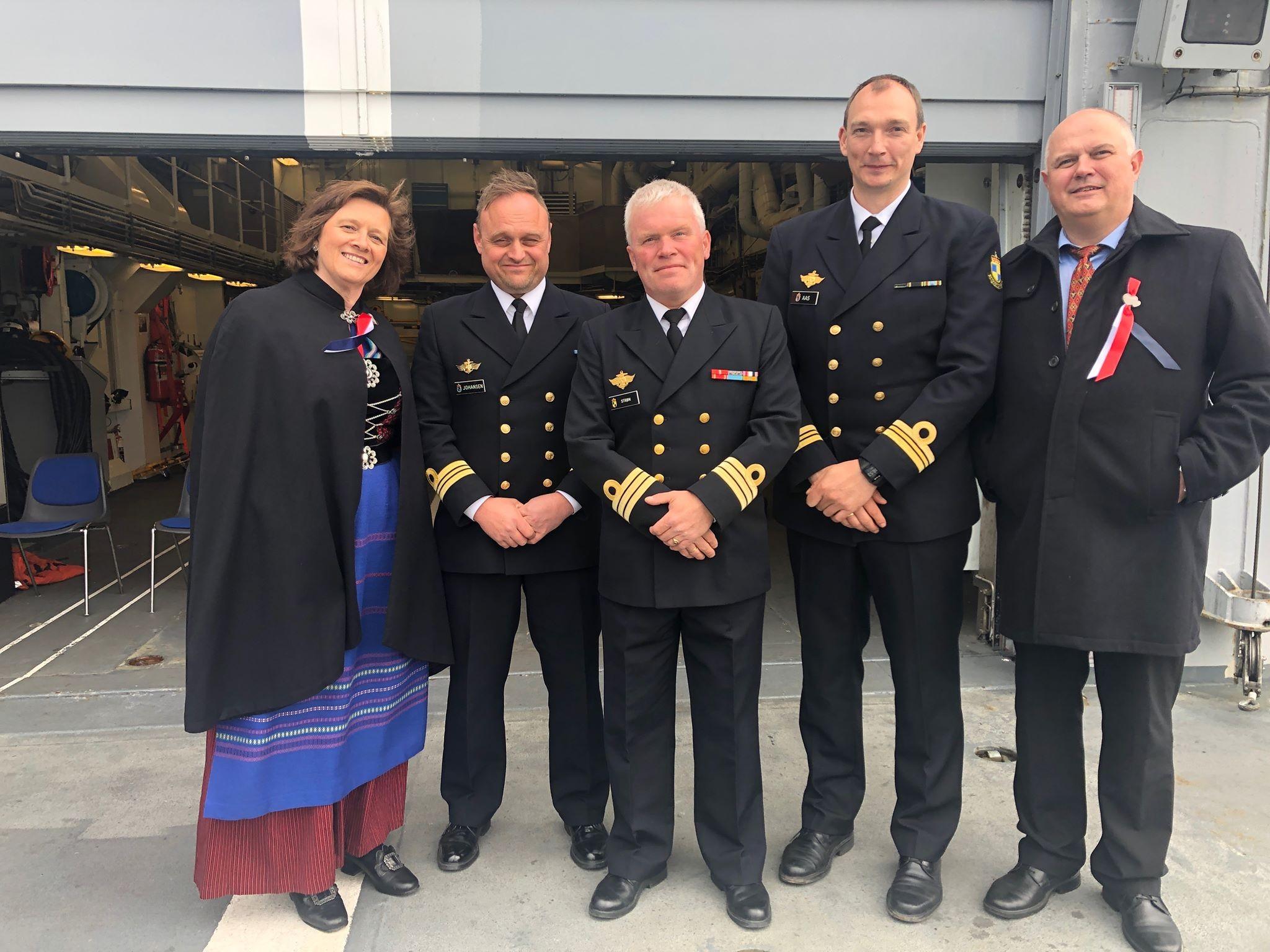 3205b408 Ordføreren og varaordføreren feiret 17. mai om bord i kystvaktskipet ...