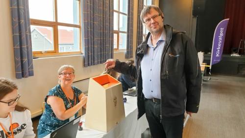 !Kringkastingssjæfen brukte sin 53-årsbursdag til å avgi stemme ved kommune-, fylkesting-, og kirkevalget.