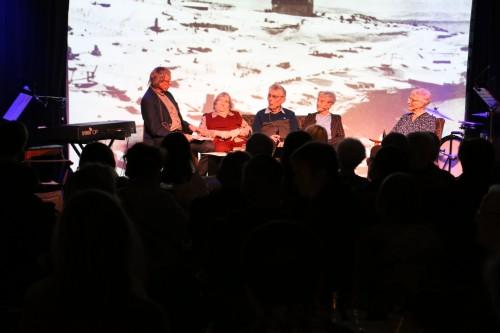 !fra venstre Knut Erik Jensen, Annie Mobakk, Odin Johansen, Ruth Amundsen og May Larsen.
