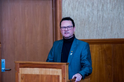 !ordfører i Nordkapp, Jan Olsen (SV). Kommunestyrets talerstol tirsdag.