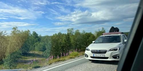 !En av bilene uten trekk på Finnmarksvidda. (Foto: Eivind Engberg).