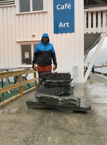 !Lars-Helge Jensen ved steinene der skiltet skal stå.